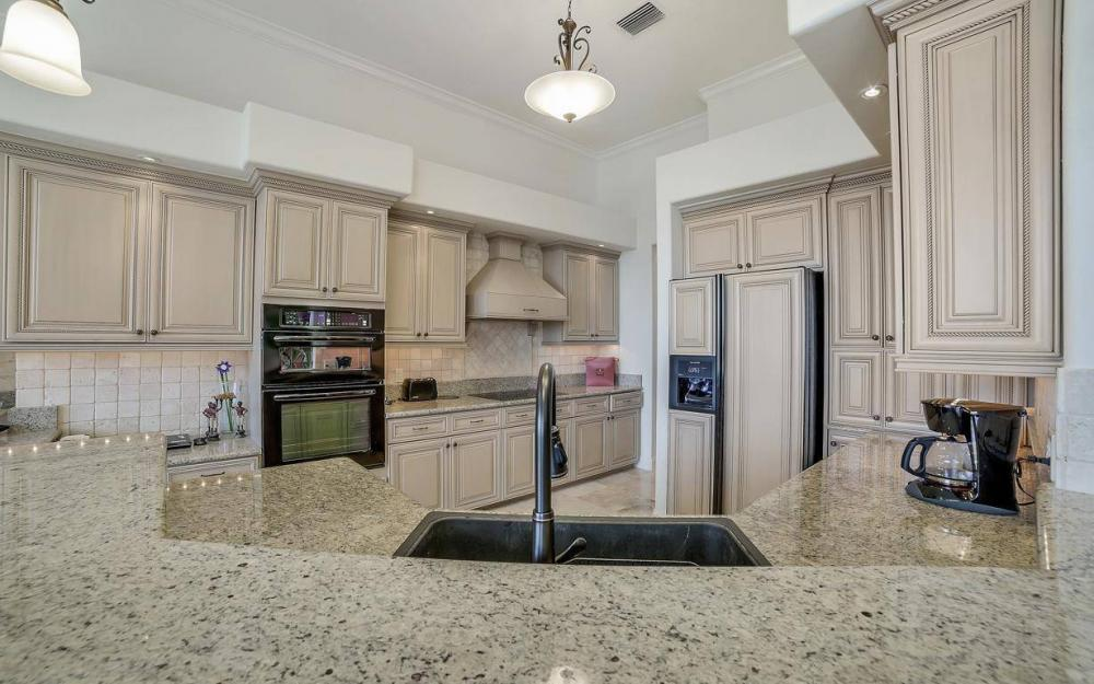 11290 Compass Point Dr, Fort Myers - Home For Sale 778371417