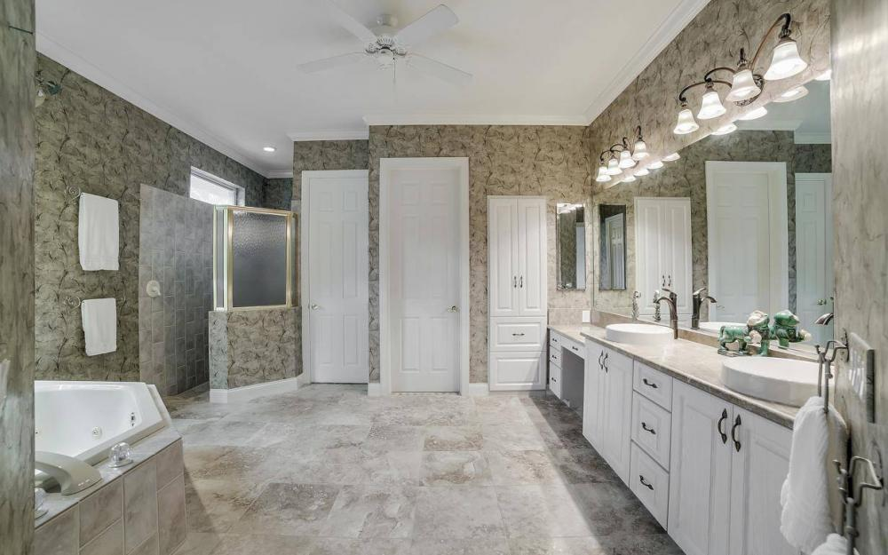 11290 Compass Point Dr, Fort Myers - Home For Sale 1854354804