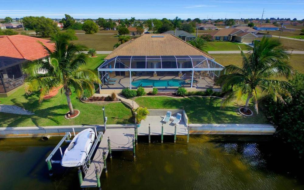 2422 NW 3rd Pl, Cape Coral - Home For Sale 700528204