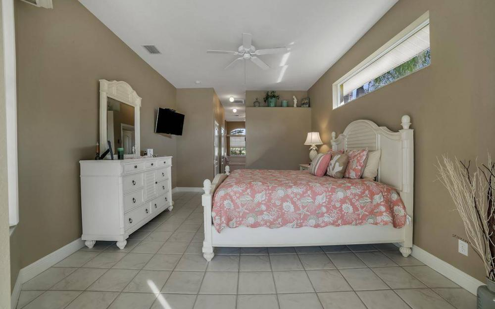 2010 SE 18th Ave, Cape Coral - Home For Sale 209965607
