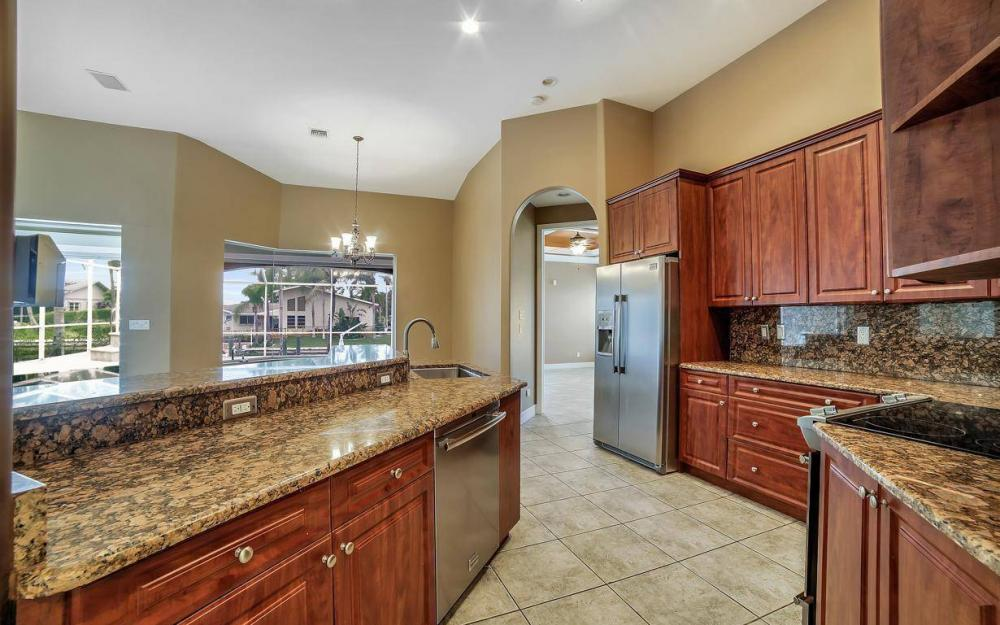 5206 SW 10th Ave, Cape Coral - Home For Sale 216320299
