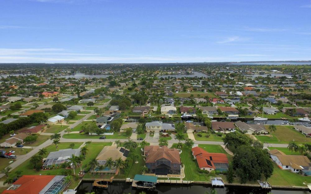 5206 SW 10th Ave, Cape Coral - Home For Sale 237016646