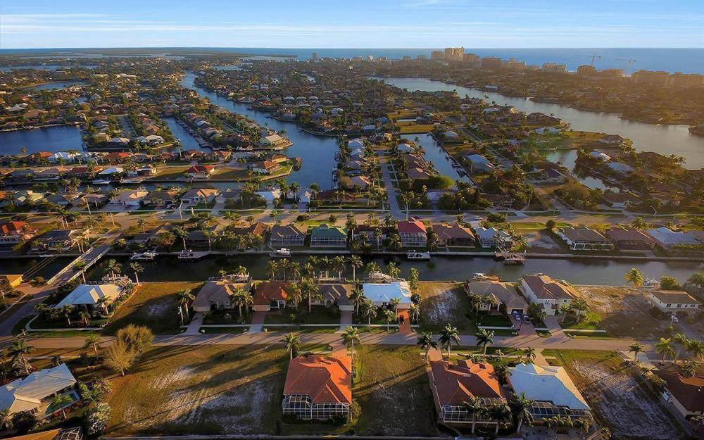 1068 Cottonwood Ct, Marco Island - Lot For Sale 970071722