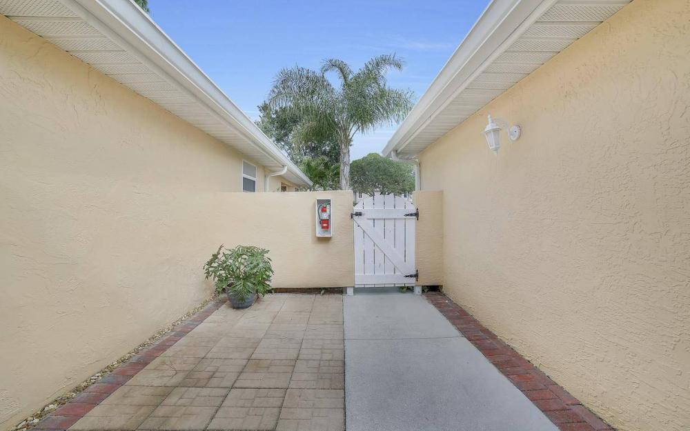 327 Emerald Bay Cir W-7, Naples - Condo For Sale 377813382
