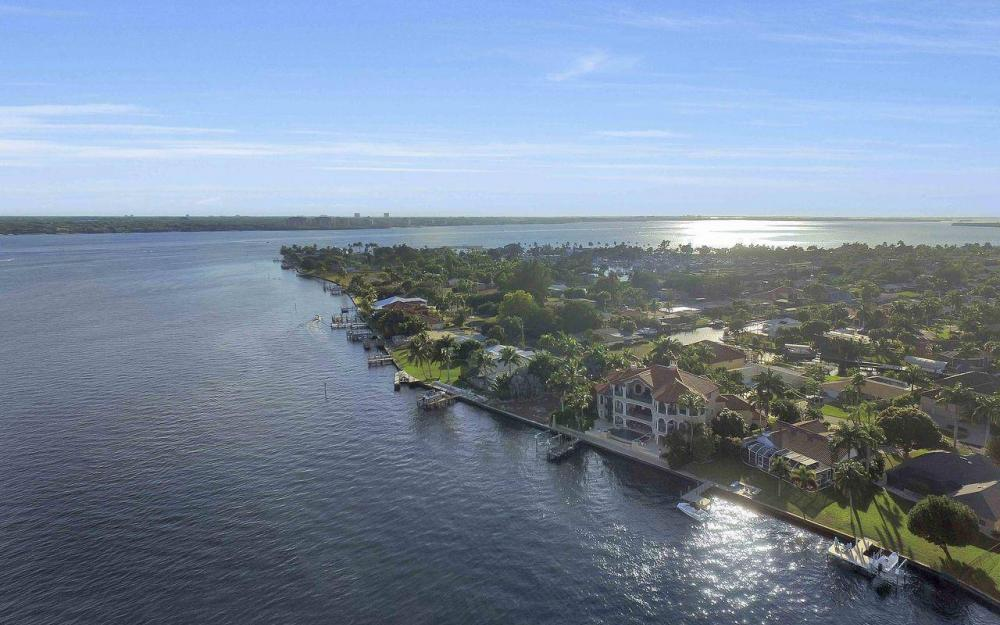 5649 Riverside Dr, Cape Coral - Luxury Home For Sale 1878707477
