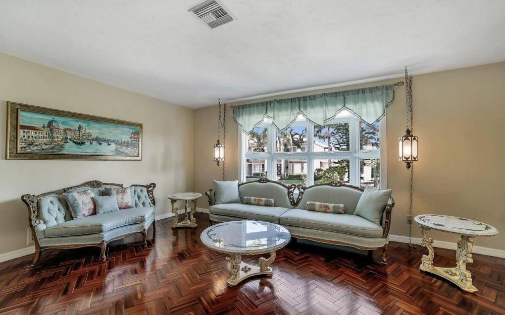 682 Crescent St, Marco Island - Home For Sale 1198200808