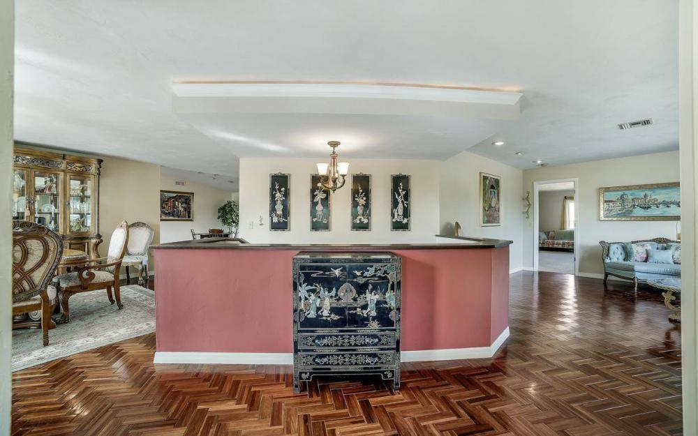 682 Crescent St, Marco Island - Home For Sale 2129700555