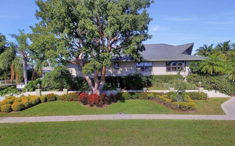 682 Crescent St, Marco Island - Home For Sale 1318963832