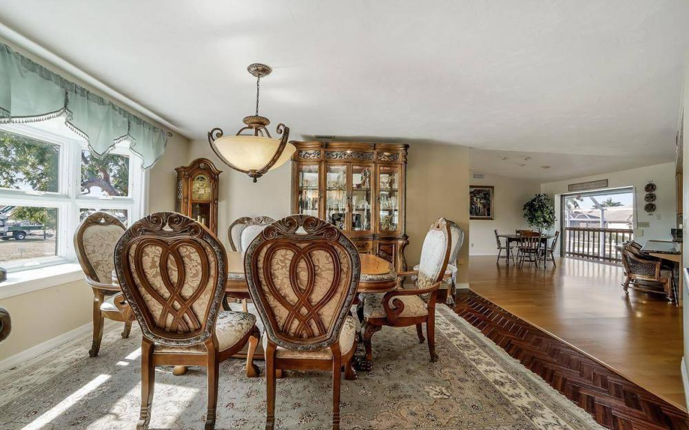 682 Crescent St, Marco Island - Home For Sale 484989312
