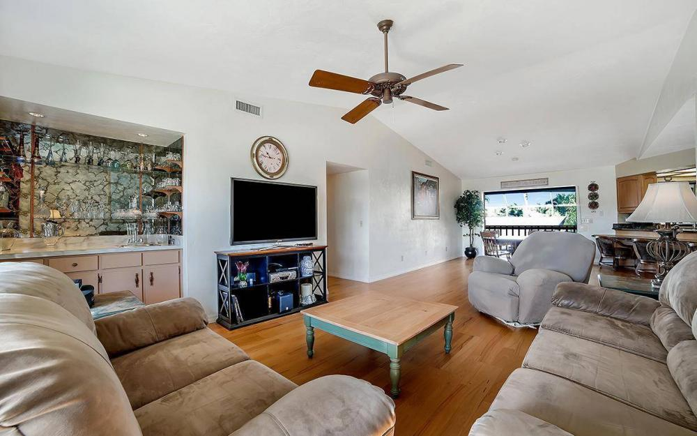 682 Crescent St, Marco Island - Home For Sale 892328404