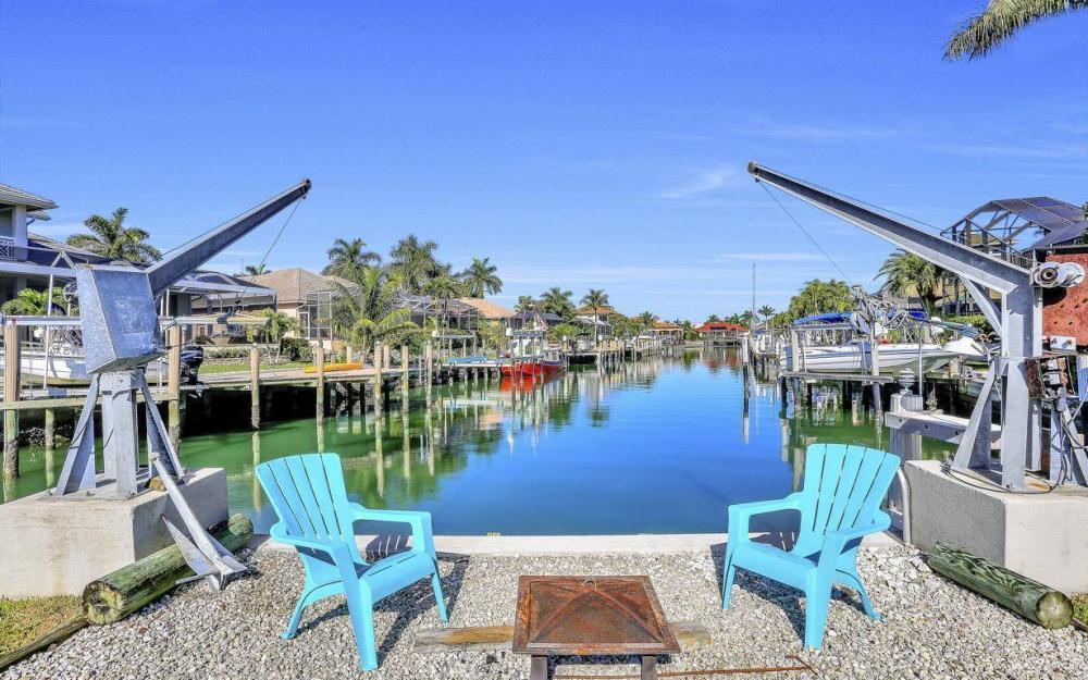 682 Crescent St, Marco Island - Home For Sale 2009708743