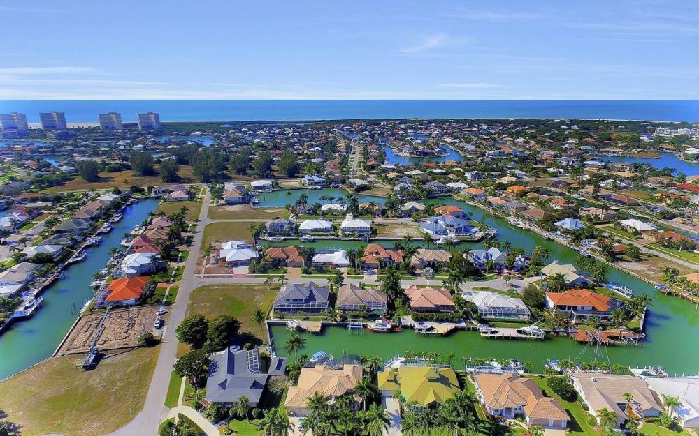682 Crescent St, Marco Island - Home For Sale 1898337593