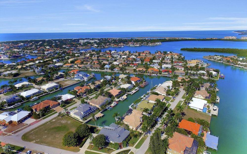 682 Crescent St, Marco Island - Home For Sale 1941243401