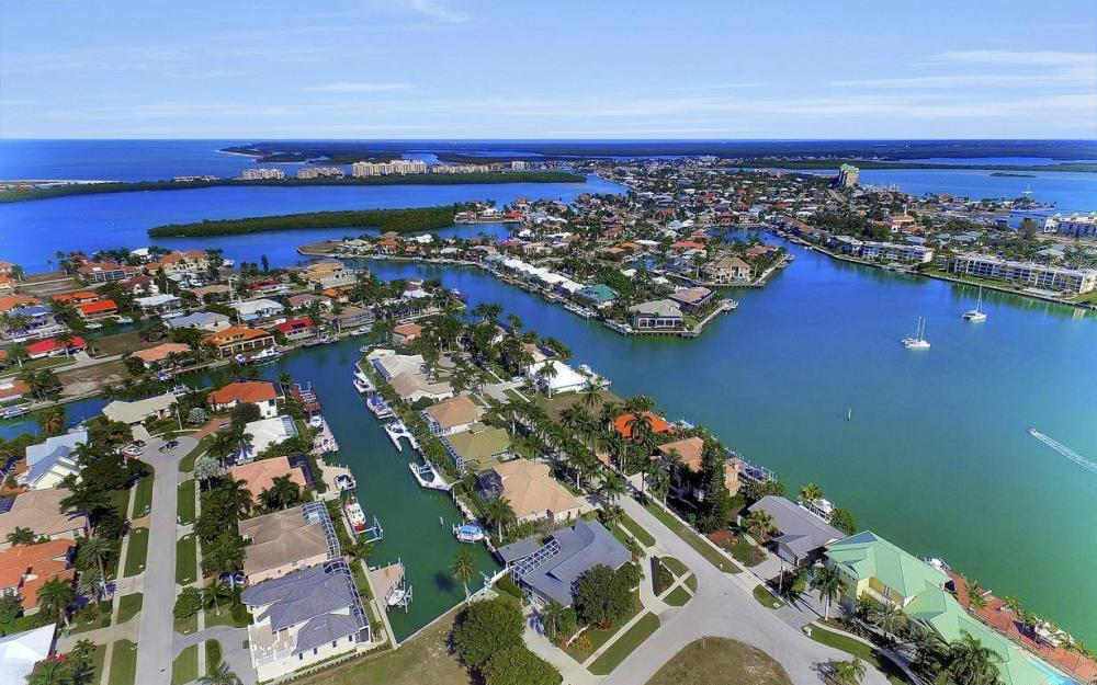 682 Crescent St, Marco Island - Home For Sale 702651449