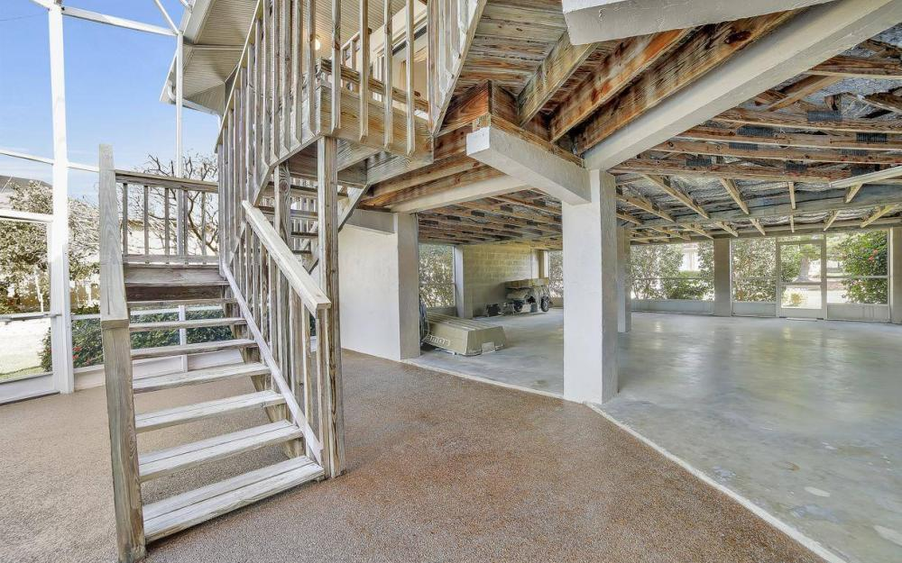 682 Crescent St, Marco Island - Home For Sale 243036305