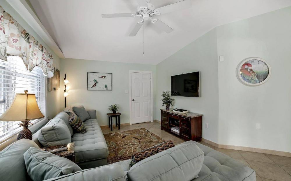 244 Pearl St, Fort Myers Beach - Home For Sale 2110867107