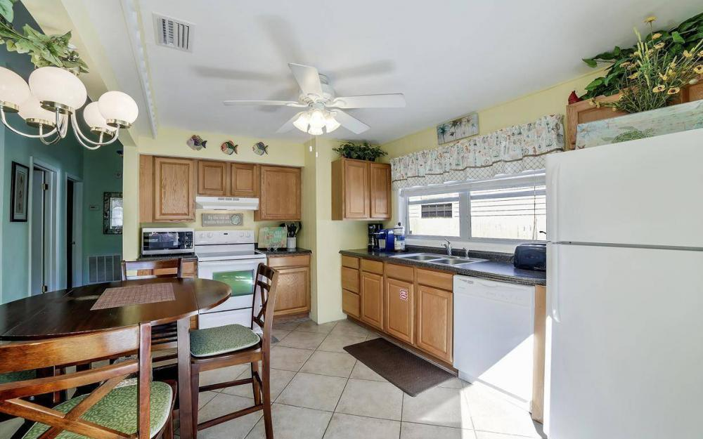 244 Pearl St, Fort Myers Beach - Home For Sale 788036011