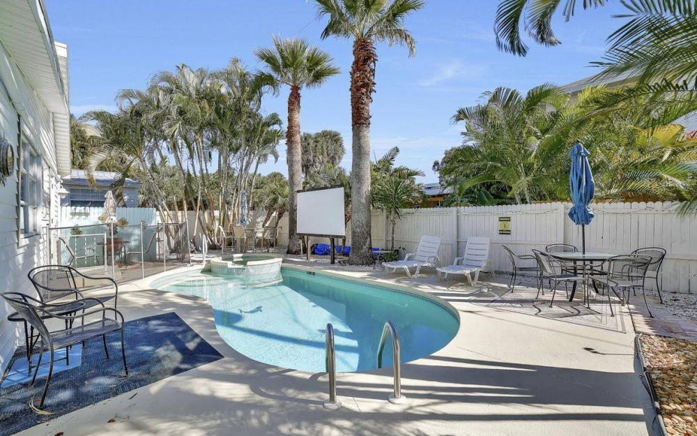 244 Pearl St, Fort Myers Beach - Home For Sale 2044103740