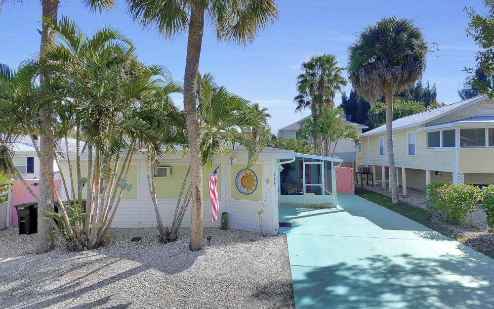 244 Pearl St, Fort Myers Beach - Home For Sale 582826321