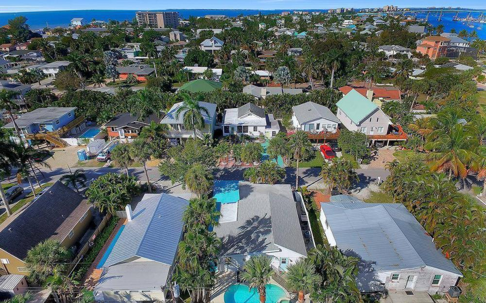 244 Pearl St, Fort Myers Beach - Home For Sale 341376855