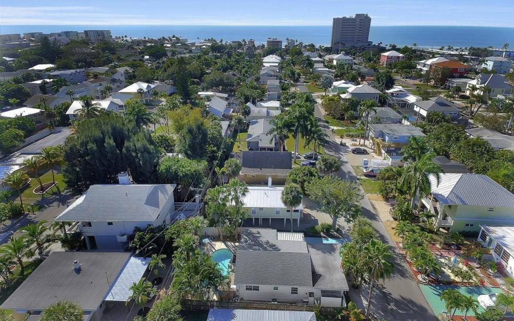 244 Pearl St, Fort Myers Beach - Home For Sale 1176123760