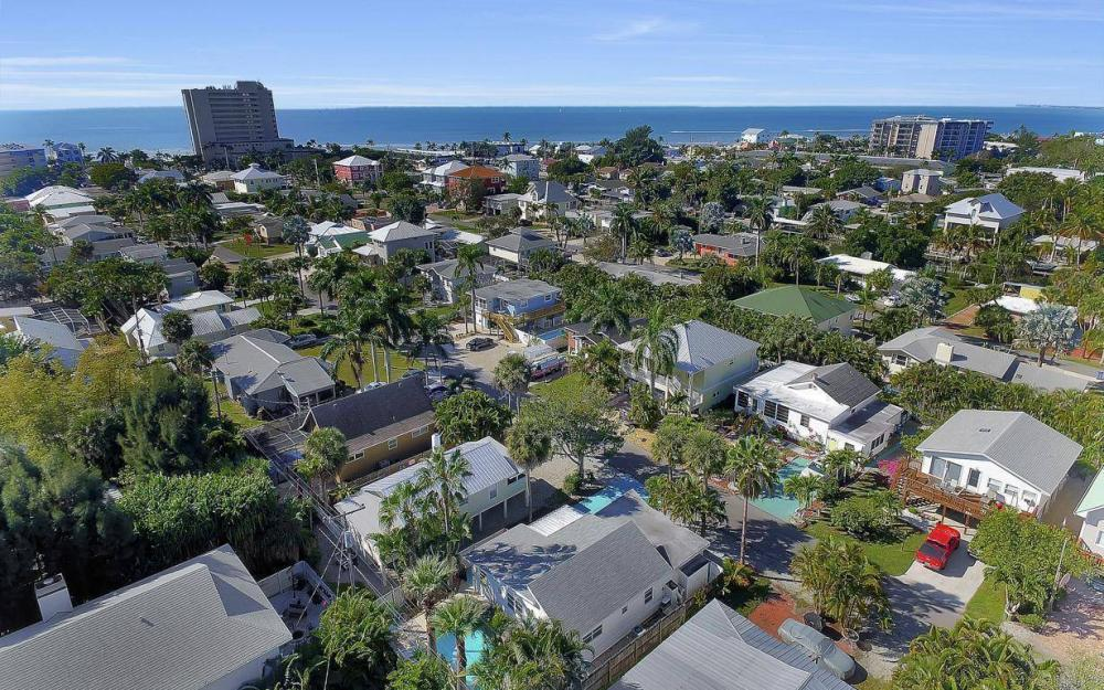 244 Pearl St, Fort Myers Beach - Home For Sale 1938149995