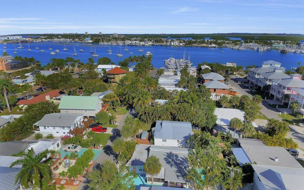 244 Pearl St, Fort Myers Beach - Home For Sale 546432552