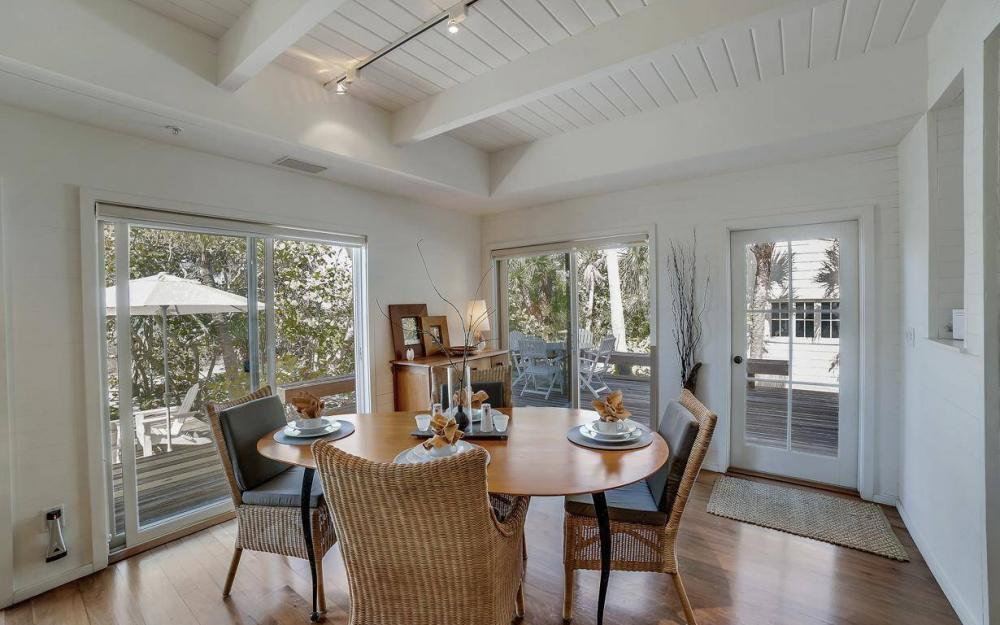 560 Gulf Ln, Captiva - Beach Life Home For Sale 320864553
