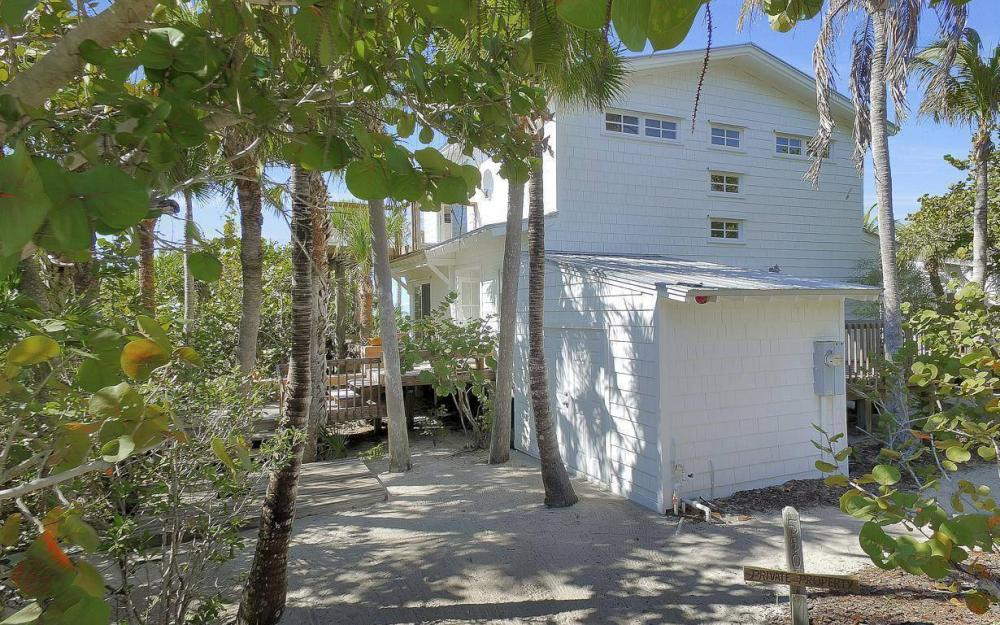 560 Gulf Ln, Captiva - Beach Life Home For Sale 1006858739