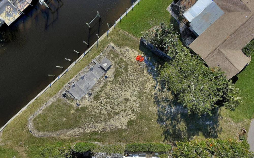 422 Parkway Ct, Fort Myers - Lot For Sale 1789289741