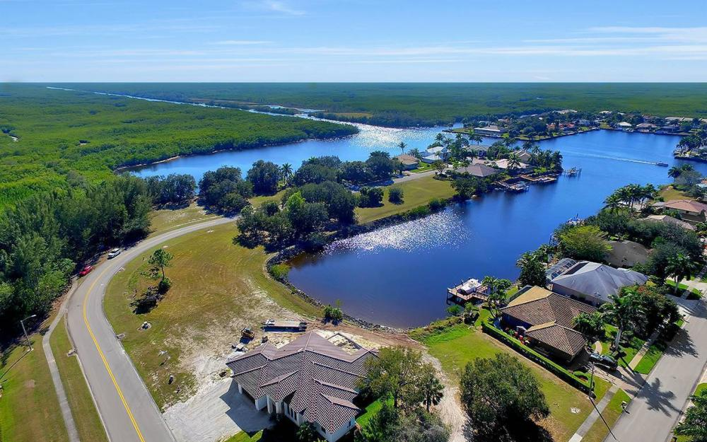 161 Cays Dr, Naples - Waterfront Home For Sale 748950994