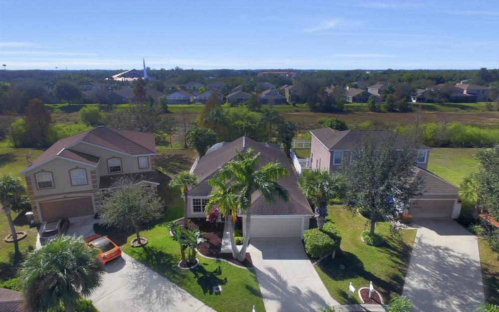 12845 Oakpointe Cir, Fort Myers - Pool Home For Sale 1968207939