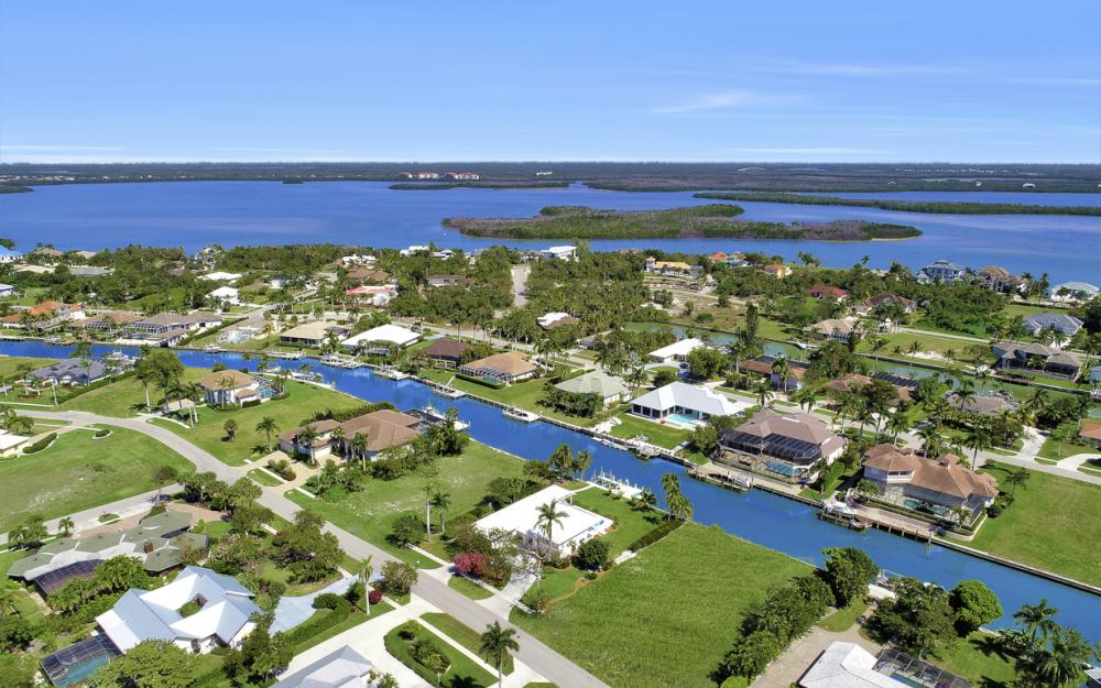 1021 E Inlet Dr, Marco Island - Home For Sale 789310518