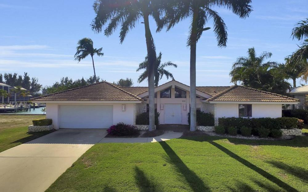 685 Cameo Ct, Marco Island - Waterfront Gulf Access Home For Sale 2147046616