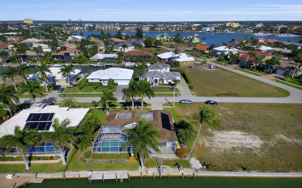 685 Cameo Ct, Marco Island - Waterfront Gulf Access Home For Sale 937995262