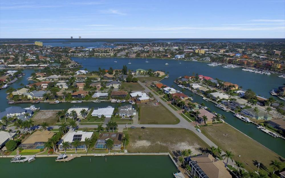 685 Cameo Ct, Marco Island - Waterfront Gulf Access Home For Sale 524003607