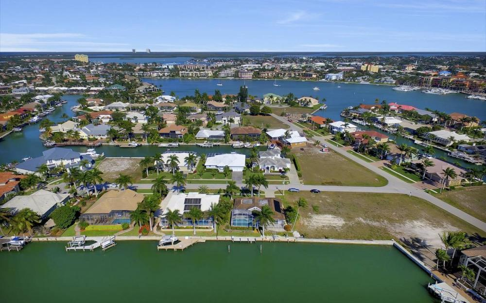 685 Cameo Ct, Marco Island - Waterfront Gulf Access Home For Sale 1092085397