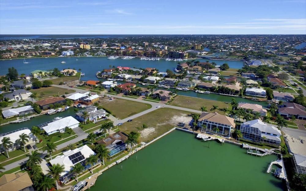 685 Cameo Ct, Marco Island - Waterfront Gulf Access Home For Sale 158904804