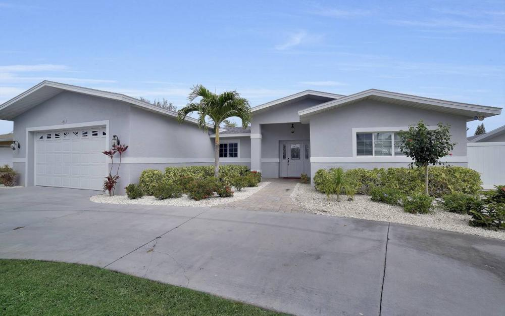 1641 SE 39th Terrace, Cape Coral - Gulf Access Waterfront Home For Sale 318614468