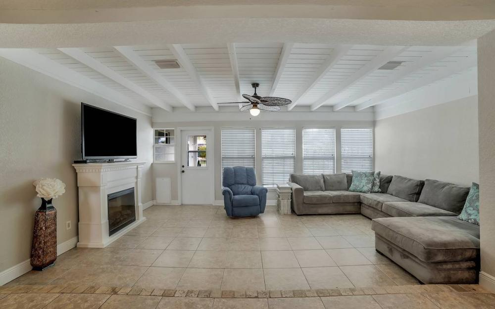 1641 SE 39th Terrace, Cape Coral - Gulf Access Waterfront Home For Sale 747888296