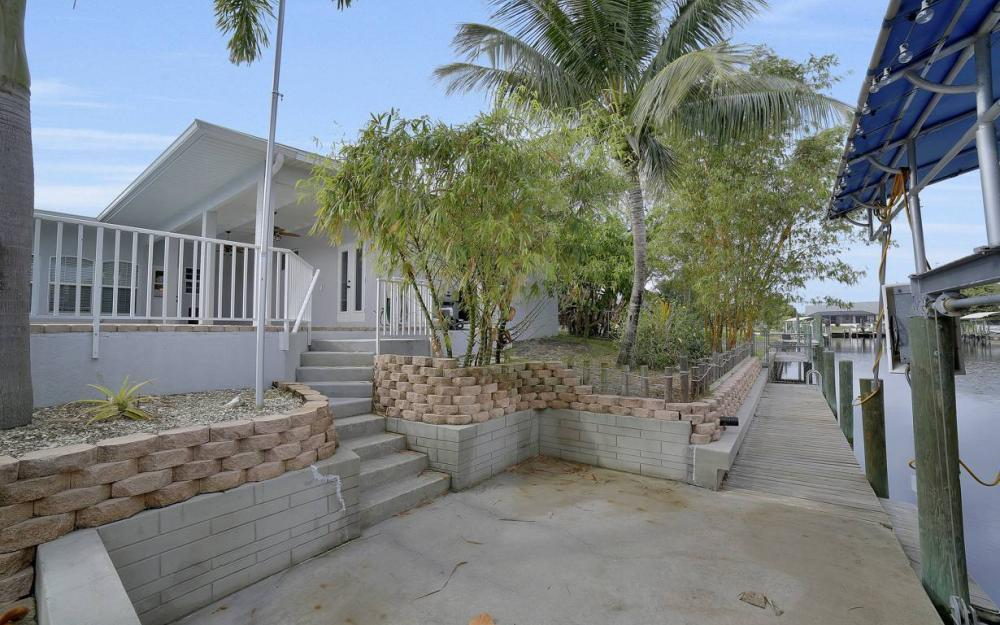 1641 SE 39th Terrace, Cape Coral - Gulf Access Waterfront Home For Sale 1068262066
