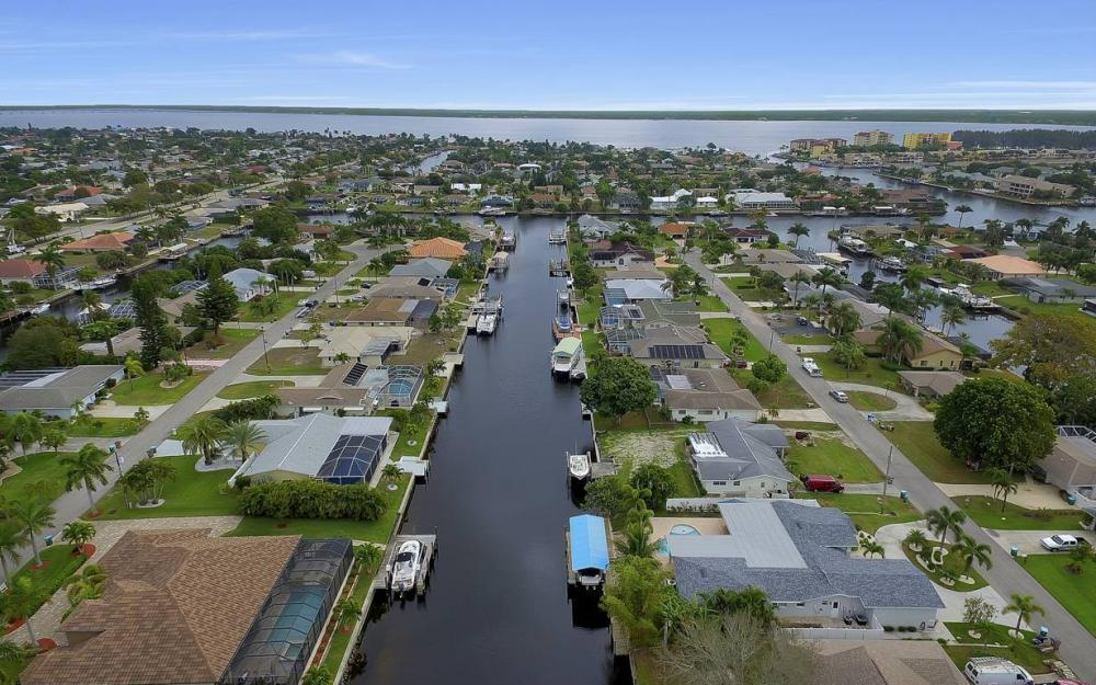 1641 SE 39th Terrace, Cape Coral - Gulf Access Waterfront Home For Sale 1418147101
