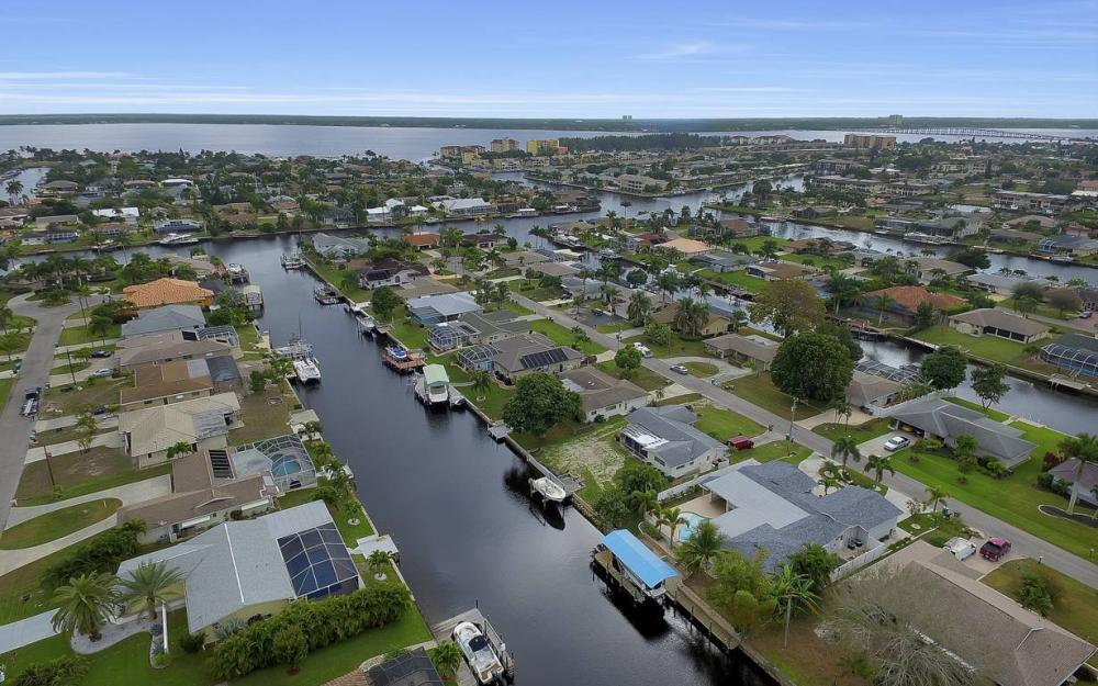 1641 SE 39th Terrace, Cape Coral - Gulf Access Waterfront Home For Sale 467018139