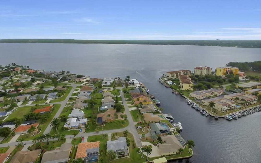 1641 SE 39th Terrace, Cape Coral - Gulf Access Waterfront Home For Sale 439087137