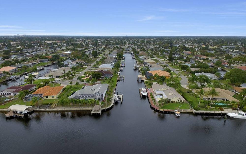 1641 SE 39th Terrace, Cape Coral - Gulf Access Waterfront Home For Sale 942481315