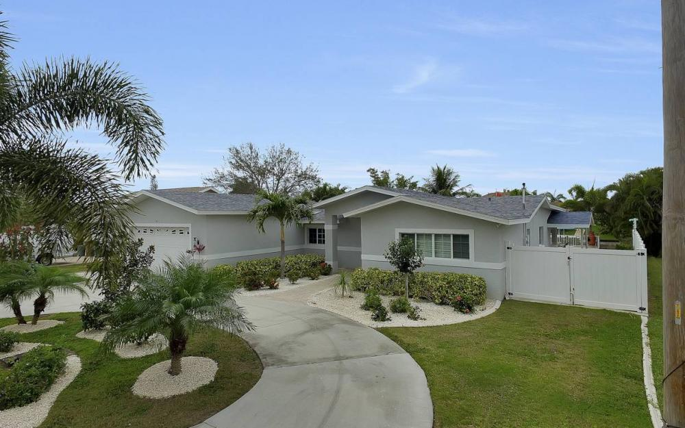 1641 SE 39th Terrace, Cape Coral - Gulf Access Waterfront Home For Sale 960413473