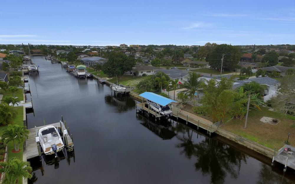 1641 SE 39th Terrace, Cape Coral - Gulf Access Waterfront Home For Sale 482313049