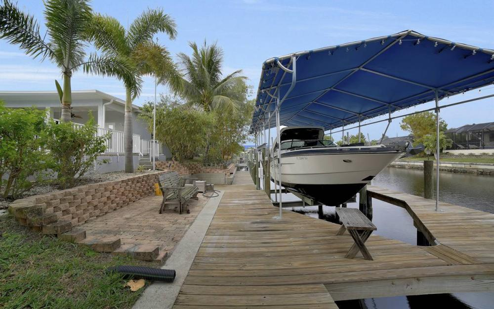 1641 SE 39th Terrace, Cape Coral - Gulf Access Waterfront Home For Sale 466505188