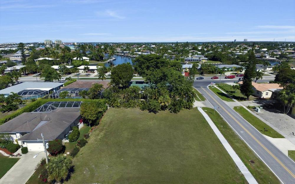 1180 Bluebird Ave, Marco Island - Lot For Sale 75485973