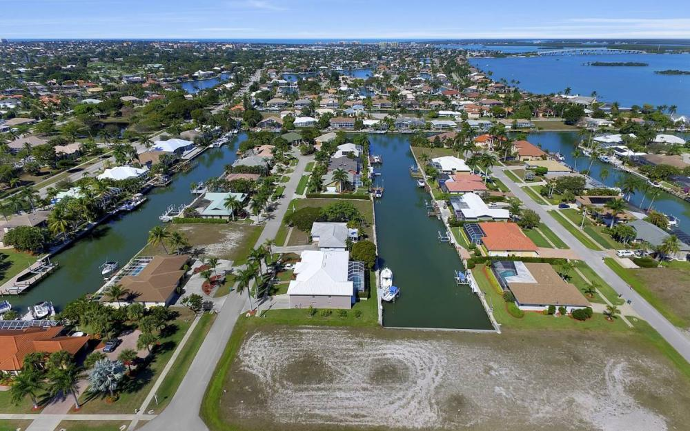 305 Grapewood Ct, Marco Island - Lot For Sale 6351544